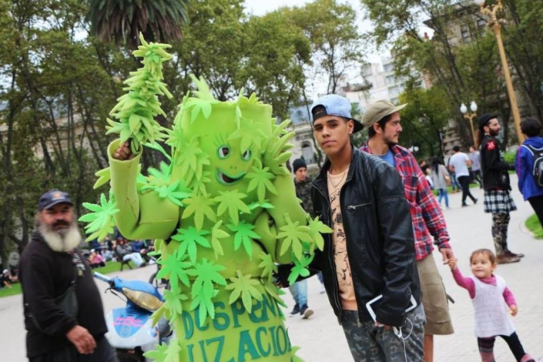 Rosario se plantó y marchó por la Marihuana