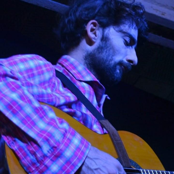Franco Pautasso y sus canciones en Shawarma