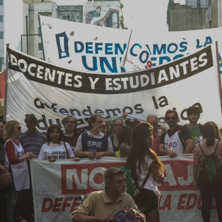 Estudiantes y docentes contra el desfinanciamiento
