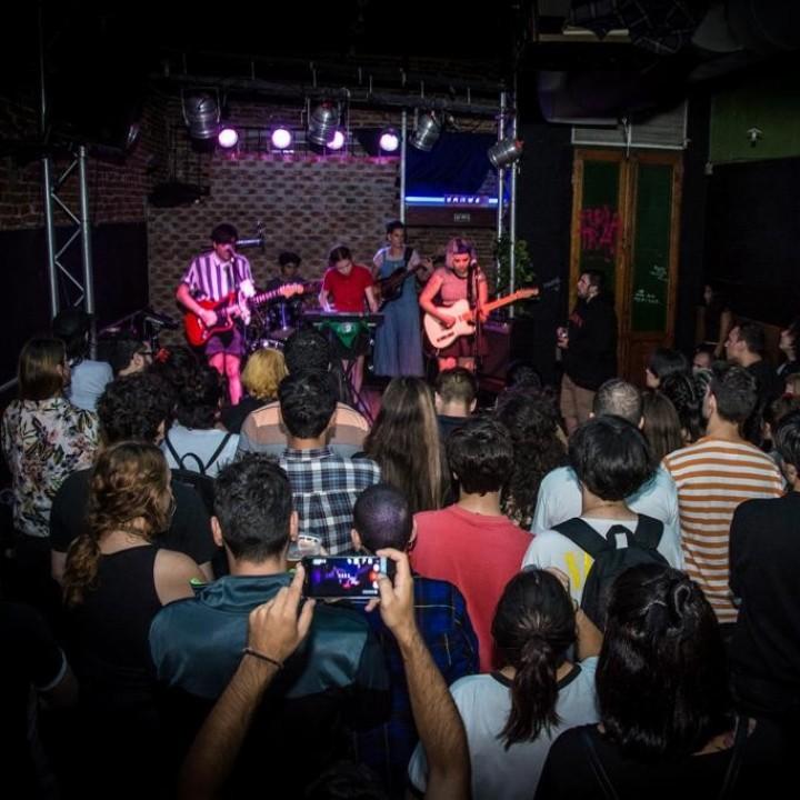 Bubis Vayins con Viva Elástico en Club 1518