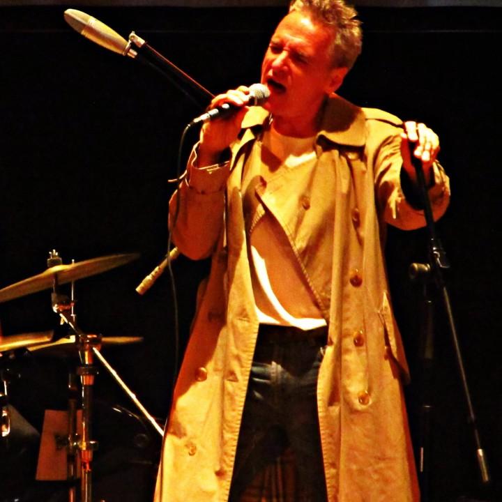Andrea Prodan homenajeó a David Bowie en Rosario