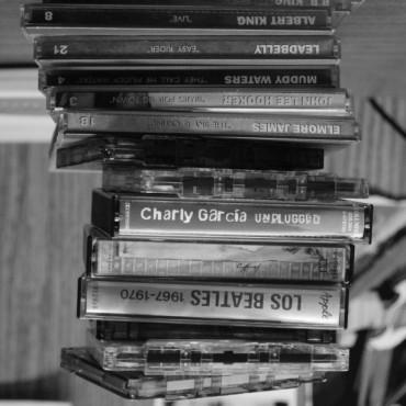 Oda inútil a la nostalgia: Cassettes y Cds de revistas como unidades de información